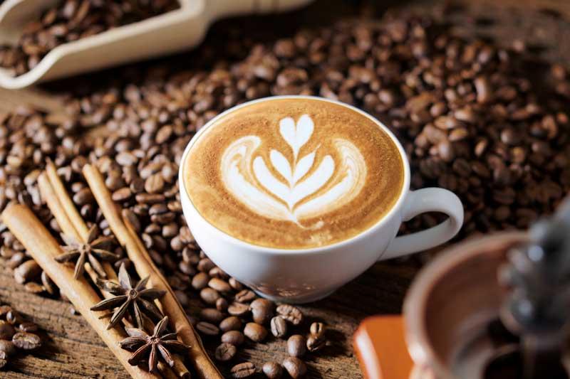 cafe-expreso-con-espuma-en-forma-de-corazon